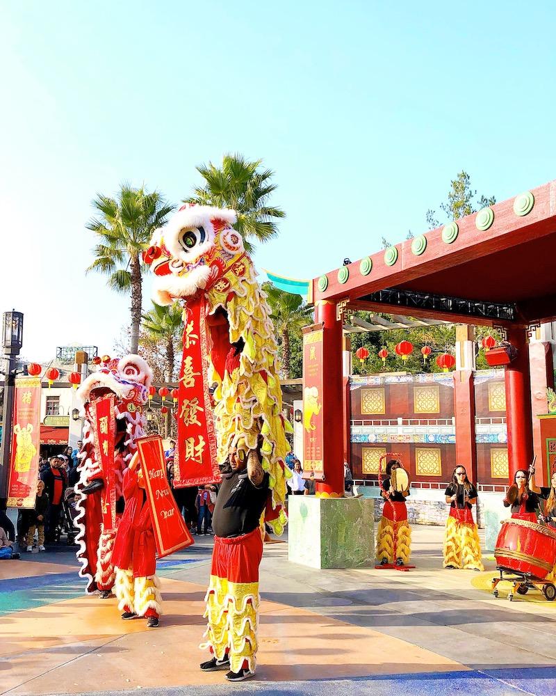 Lion dance at Lunar New Year at Universal Studios Hollywood - livingmividaloca.com