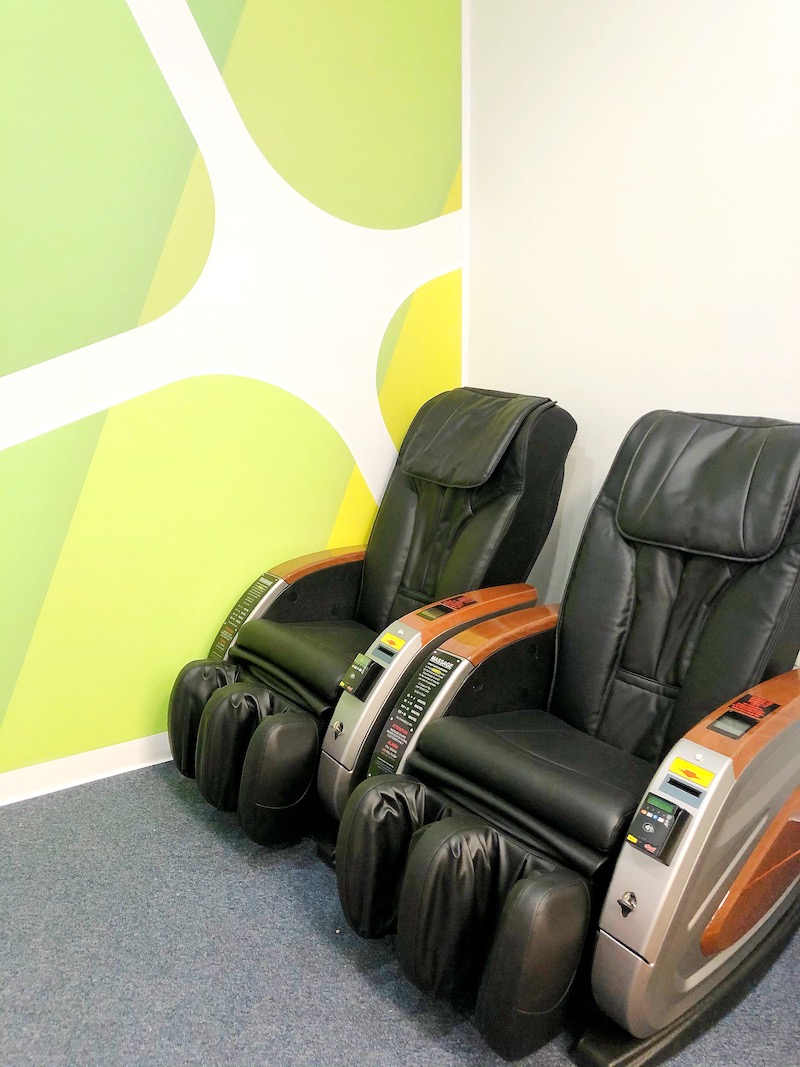 Massage chairs at Candeeland Kids at MainPlace Mall - livingmividaloca.com - #LivingMiVidaLoca #MainPlaceMall #SantaAna