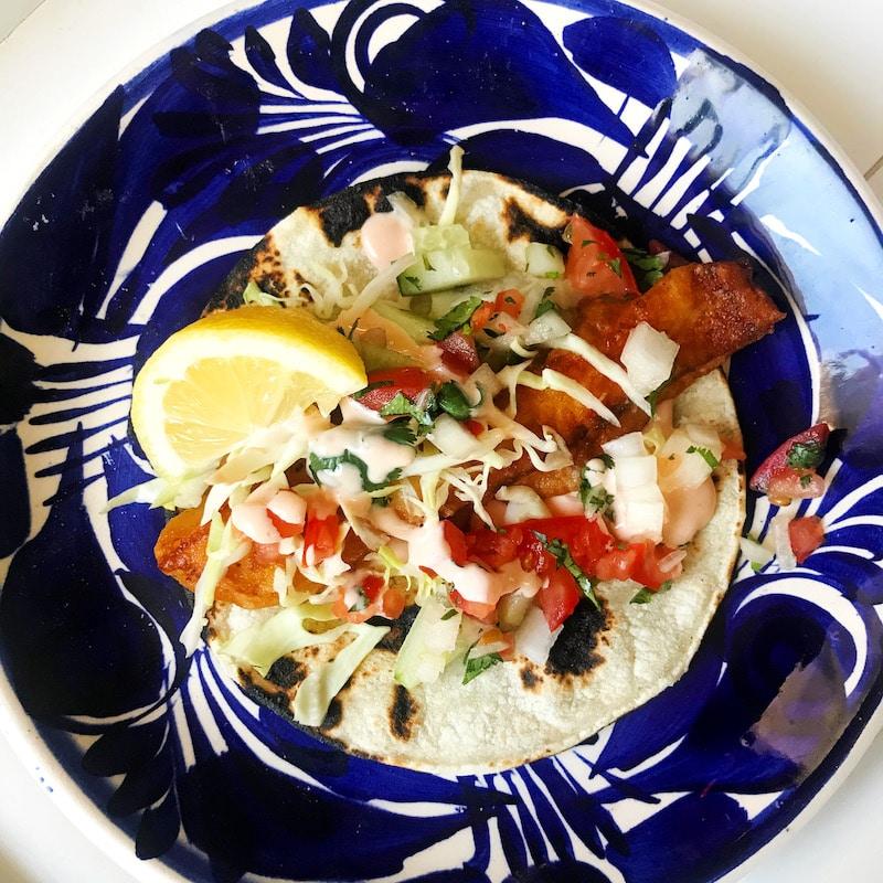 beer battered fish tacos recipe - livingmividaloca.com