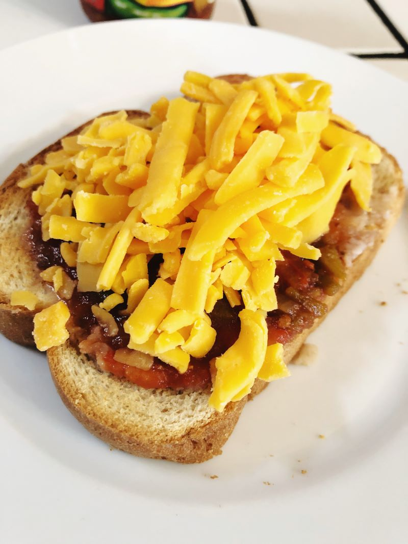 Molletes with shredded cheese