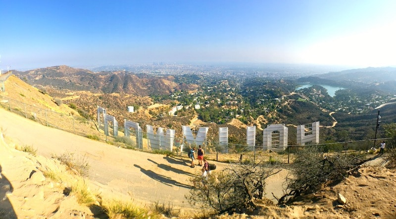 Los Angeles Travel Guide: Things To Know Before Visiting Los Angeles. Hollywood sign - livingmividaloca.com