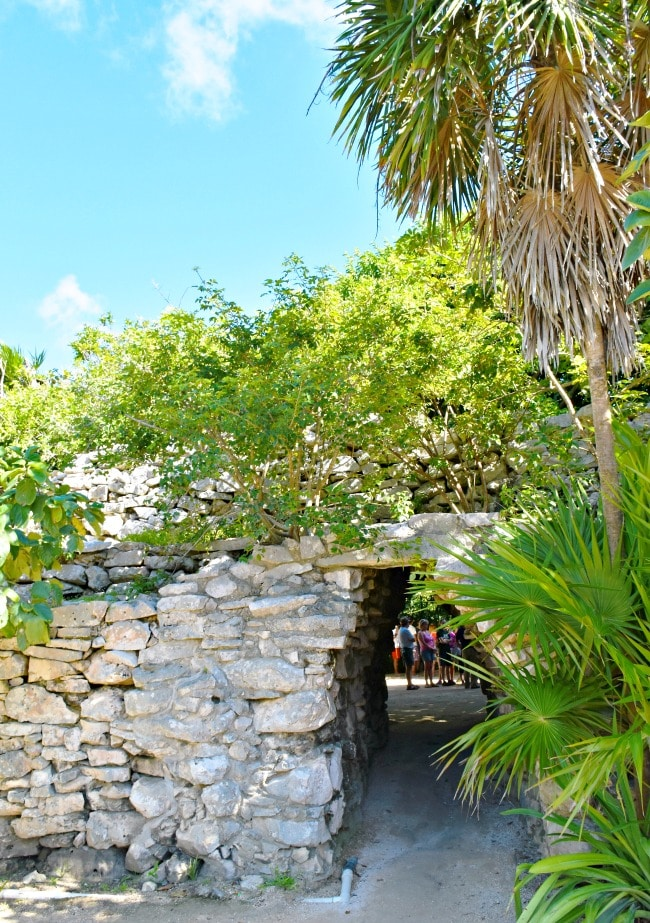 What to pack for Tulum in Mexico - livingmividaloca.com