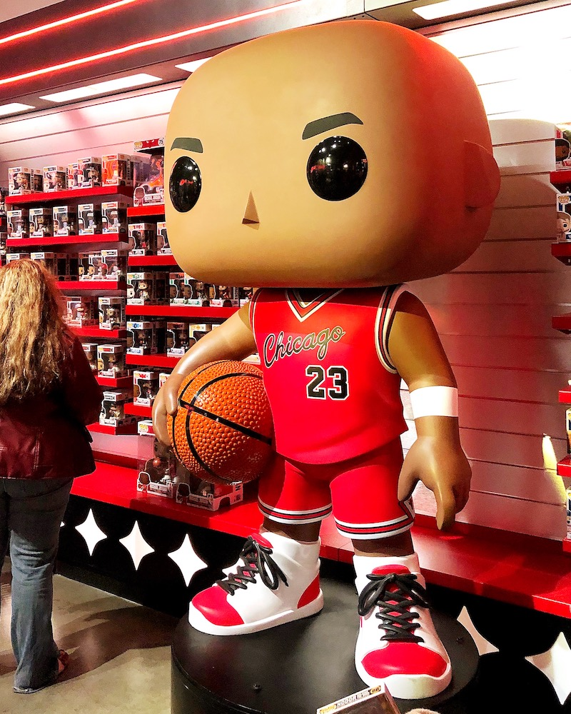 Basketball Funko POP figures at Funko Hollywood store - livingmividaloca.com