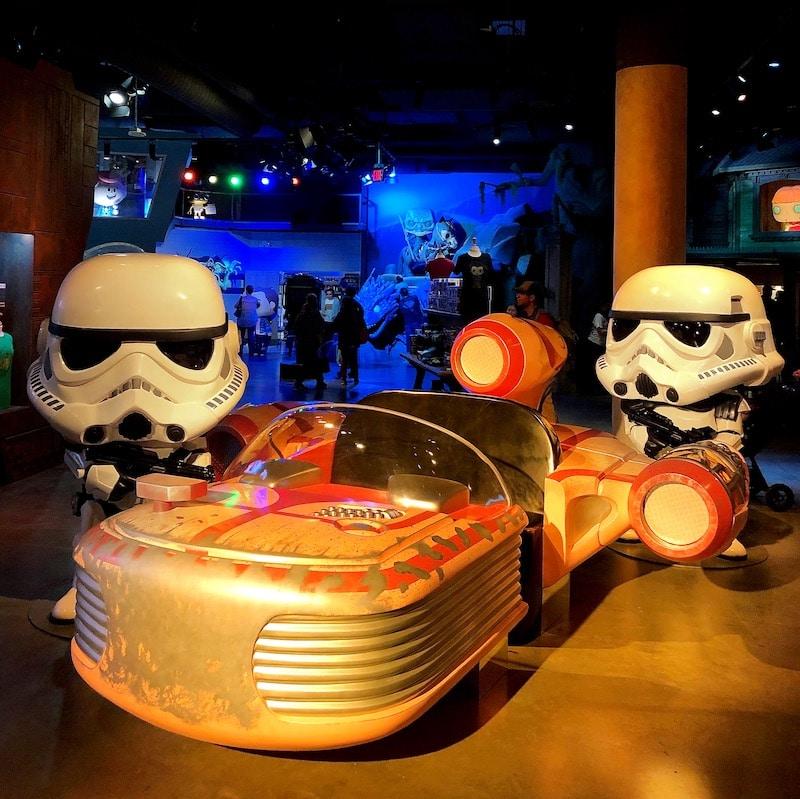 Star Wars speeder at Funko Hollywood Store - livingmividaloca.com