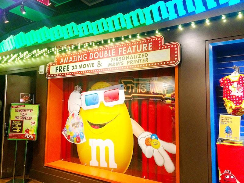 Las Vegas for kids - visiting the M&M store in Las Vegas - livingmividaloca.com
