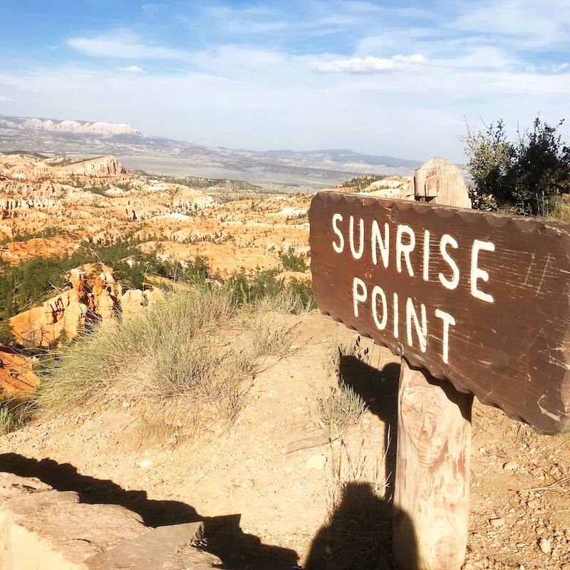 Visiting Sunrise Point at Bryce Canyon on a Zion road trip. - livingmividaloca.com