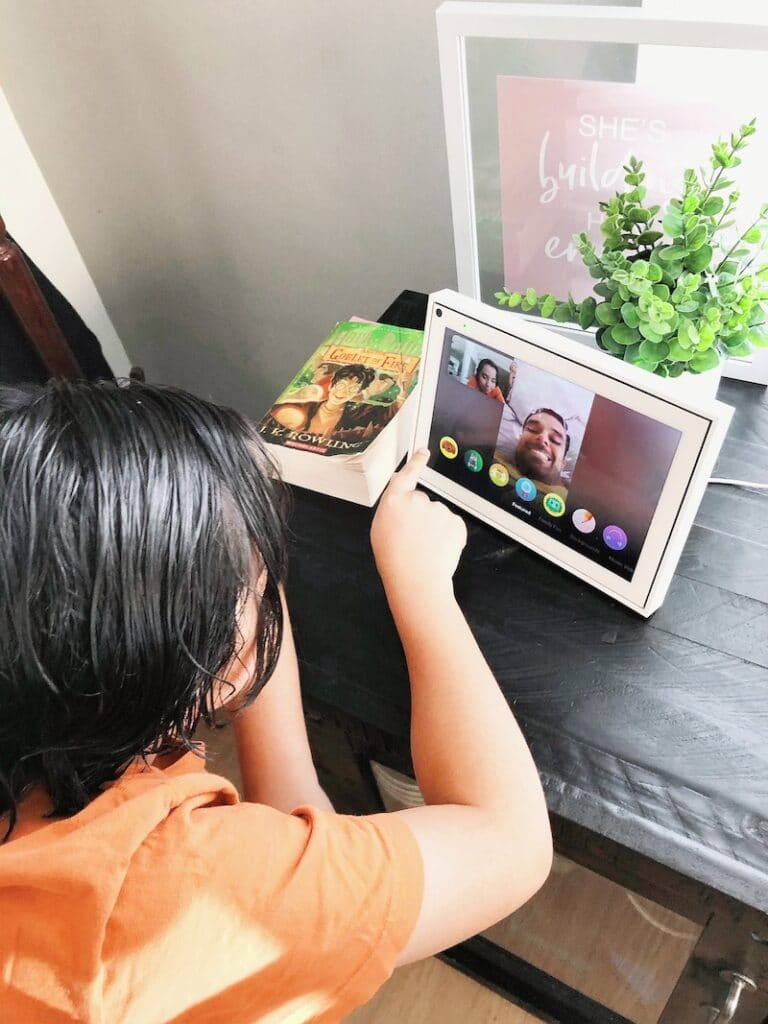 How to change filters and background with Facebook Portal at home - livingmividaloca.com