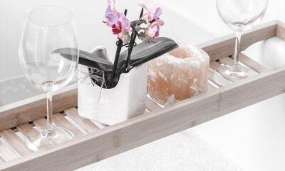 DIY Coconut oil sugar scrub - livingmividaloca.com