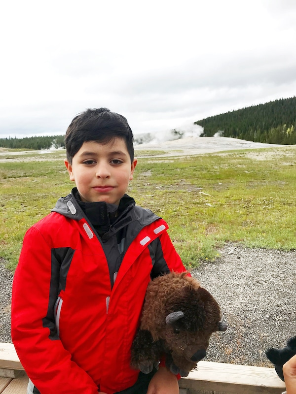 Road trip to see Old Faithful Geyser at Yellowstone with kids and car camping along the way - livingmividaloca.com