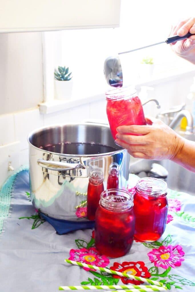 How to make agua de jamaica - livingmividaloca.com