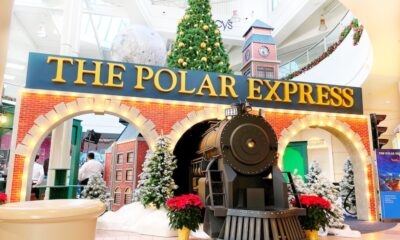 MainPlace Mall has a The Polar Express set for Santa pictures. | LivingMiVidaLoca.com