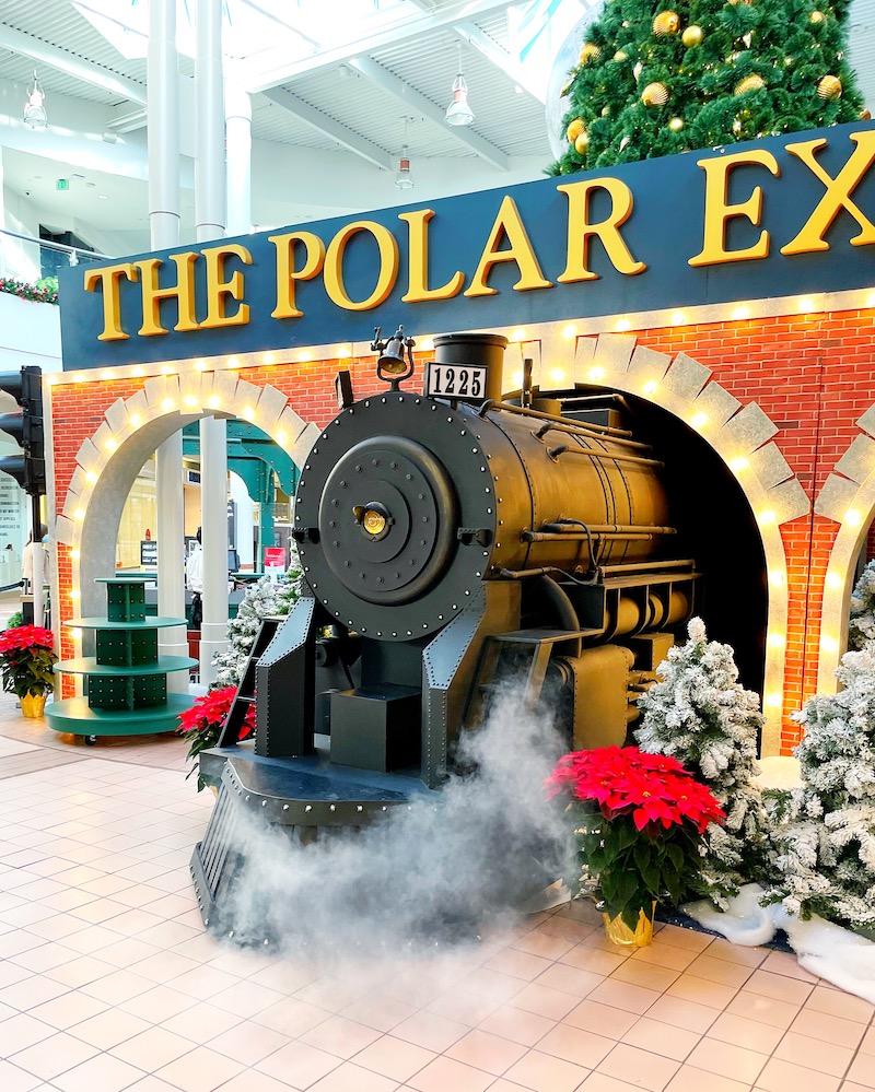 The Polar Express at MainPlace Mall in Santa Ana | LivingMiVidaLoca.com