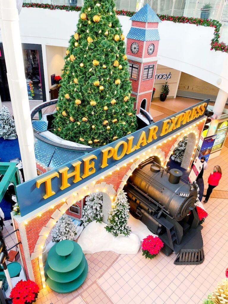 Take pictures with Santa at The Polar Express at MainPlace Mall. | LivingMiVidaLoca.com