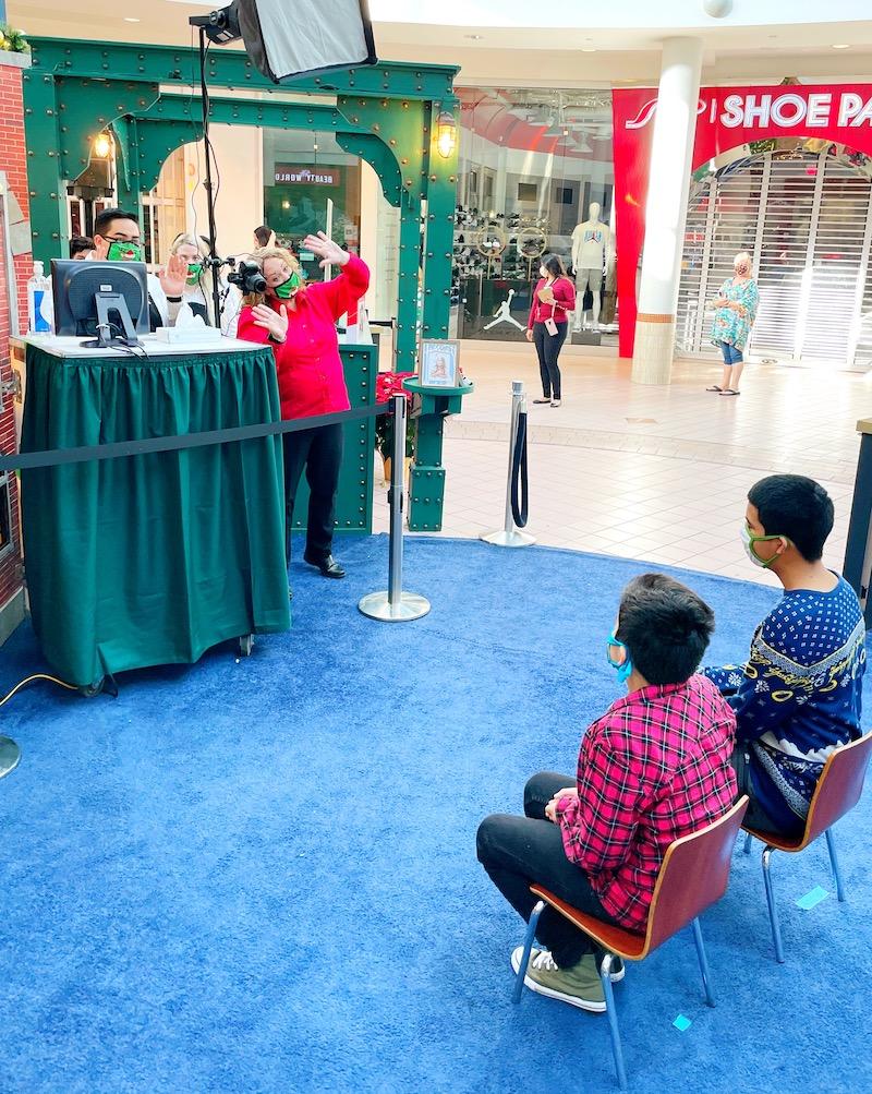 Visit with Santa at MainPlace Mall and The Polar Express set. | LivingMiVidaLoca.com