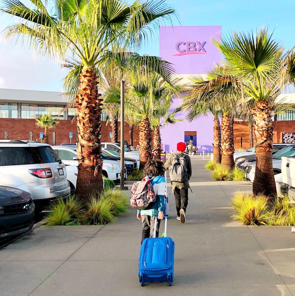 Good deeds ideas to do while at the airport- livingmividaloca.com