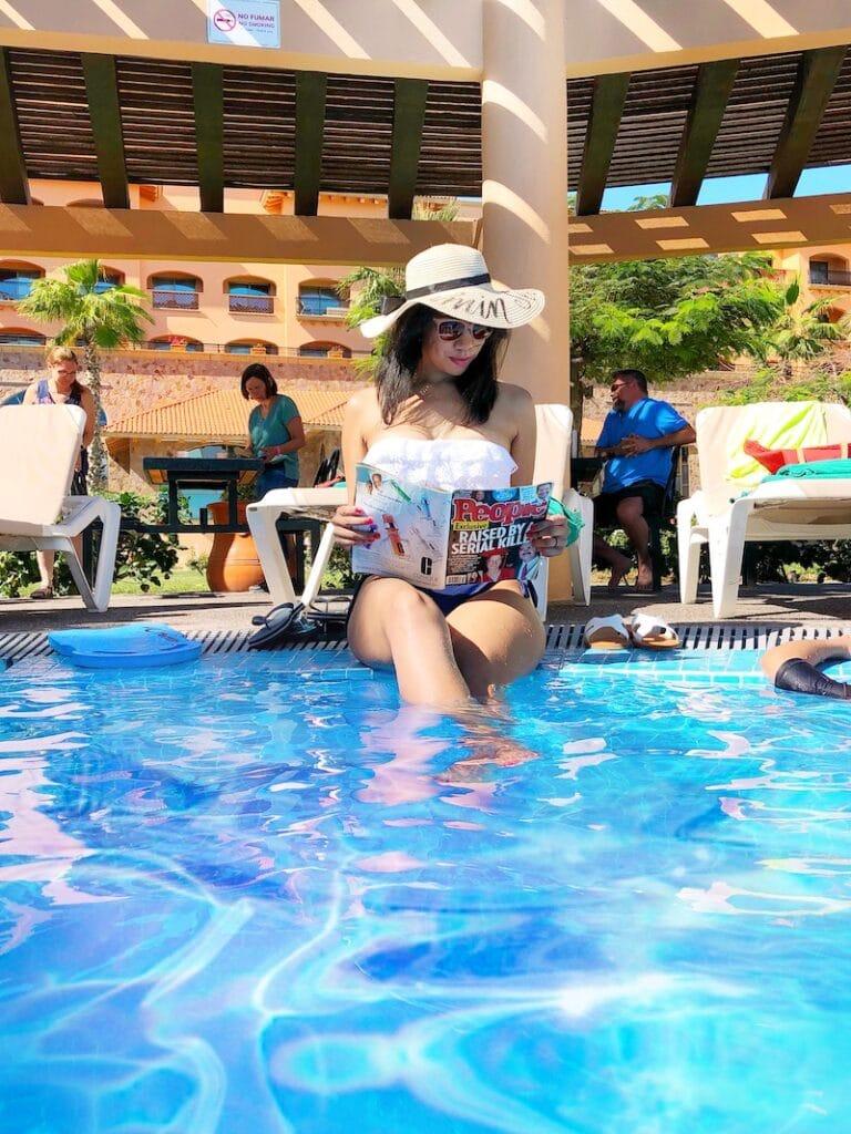 pool side at Royal Solaris - livingmividaloca.com
