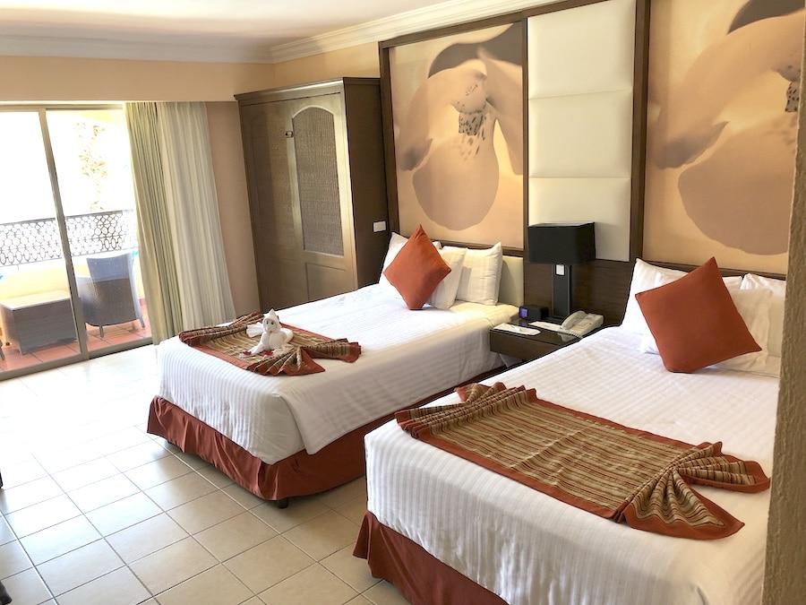 Royal Solaris room accommodation in Cabo San Lucas - LivingMiVidaLoca.com