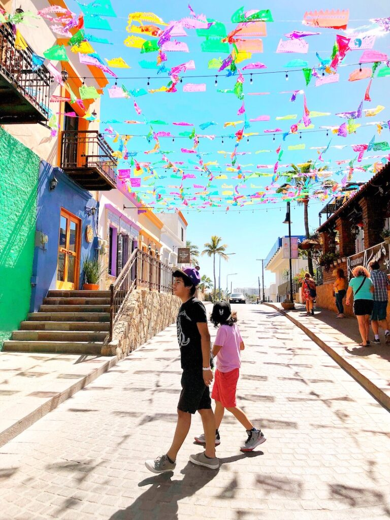 walking around Cabo San Lucas with kids - livingmividaloca.com