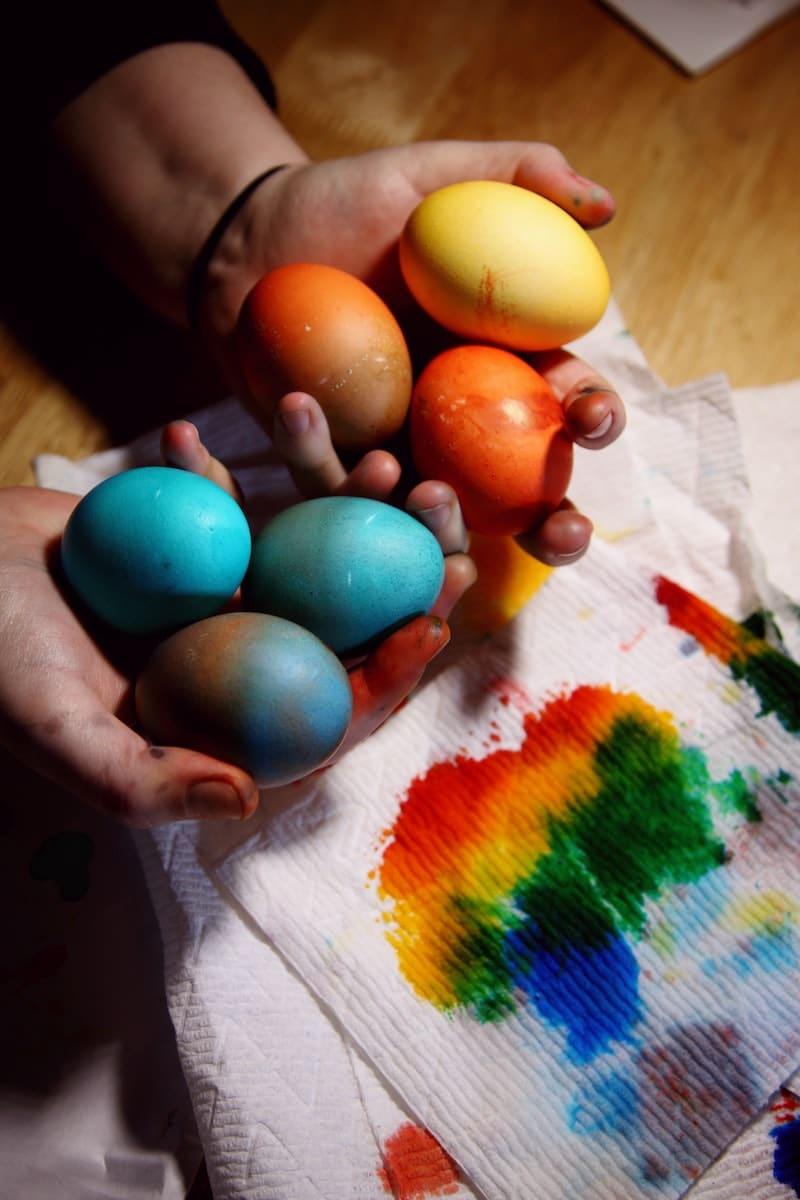 Dyed brown Easter eggs - livingmividaloca.com