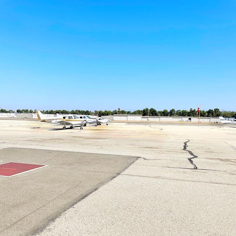 Airplane tarmac at Fullerton Airport - livingmividaloca.com