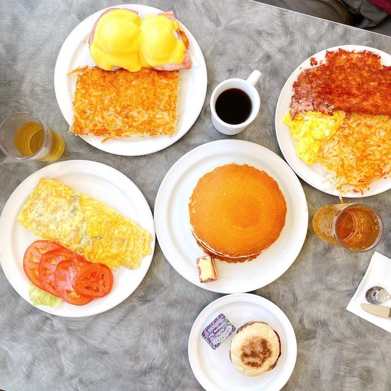 Food at Wings Cafe at Fullerton Airport - livingmividaloca.com